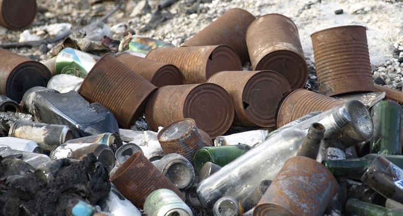 Juntando os gastos decorrentes de inundações de cidades, causadas por bueiros entupidos com o lixo jogado pela população os prejuízos são incalculáveis (Pixabay)