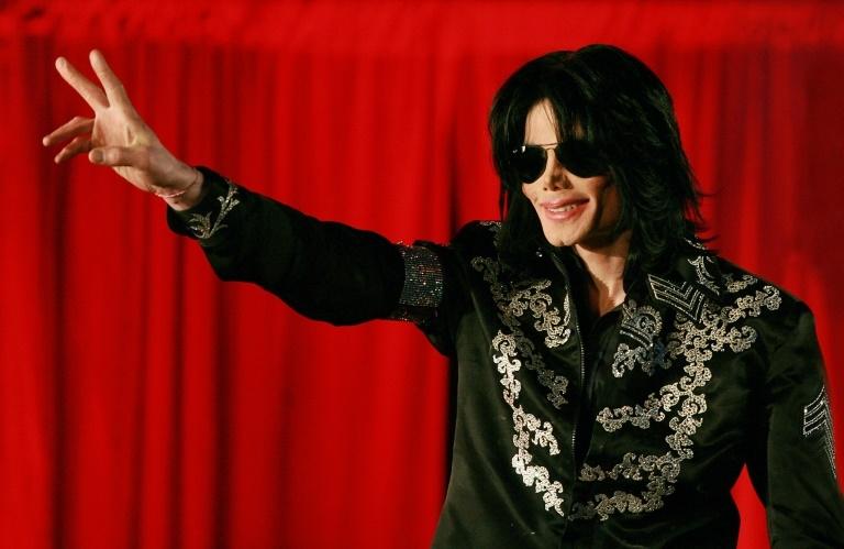 Os fãs de Michael Jackson lembram o décimo aniversário da morte do