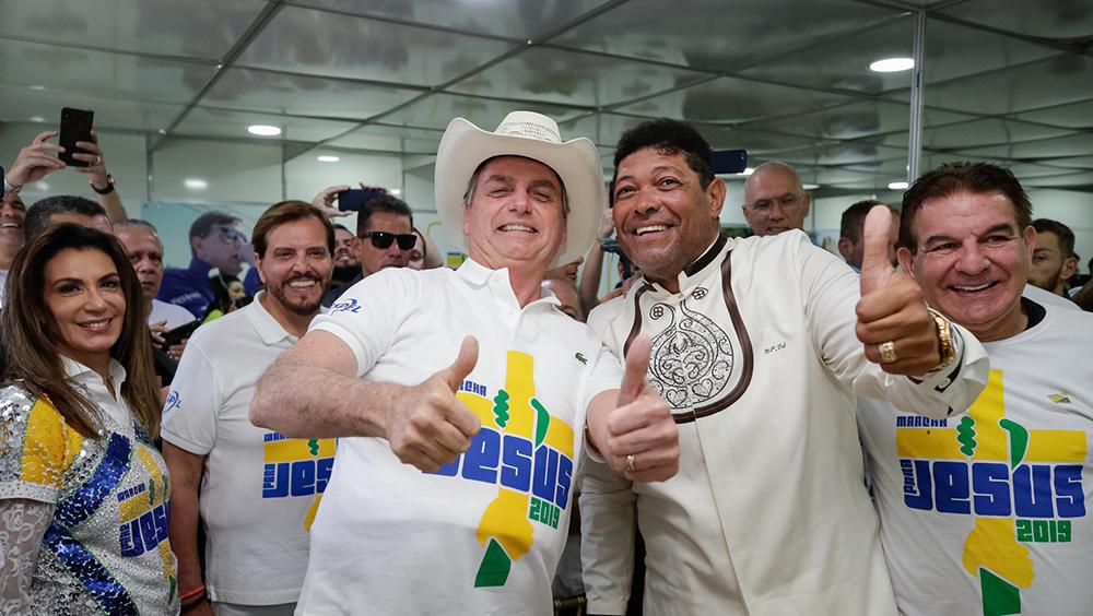 Bolsonaro ao lado de bispa Sônia e pastor Waldomiro Santiago na 27ª edição da Marcha para Jesus 2019.