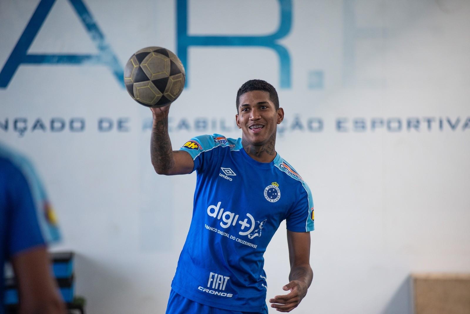 Tricolor avalia tempo de contrato do jogador, que ser contratado em definitivo