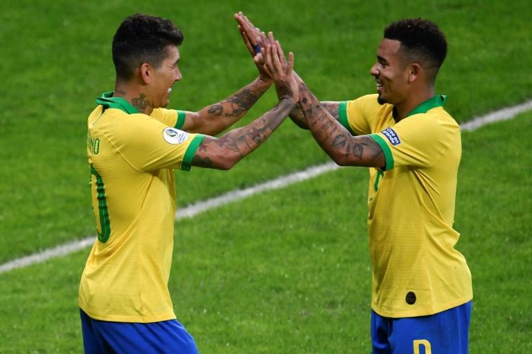 Roberto Firmino e Gabriel Jesus marcaram os dois gols da vitória brasileira sobre a Argentina.