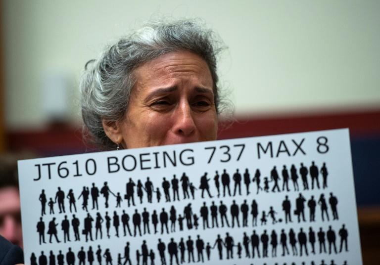 Nadia Milleron, mãe de uma das vítimas da queda do voo 302 da Ethiopian Airlines, protesta em Washington, em junho