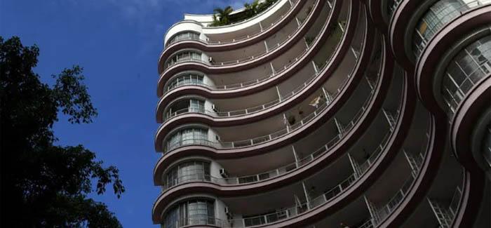 Edifício Germaine Burchard é um dos prédios históricos mais procurados por hóspedes de temporada.