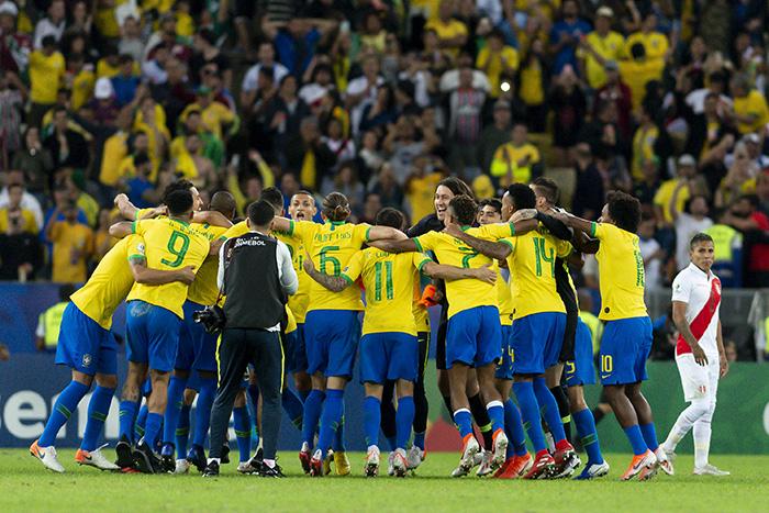 A seleção brasileira comemora a conquista da Copa América após 12 anos e compensa, inclusive, a ausência de Neymar.