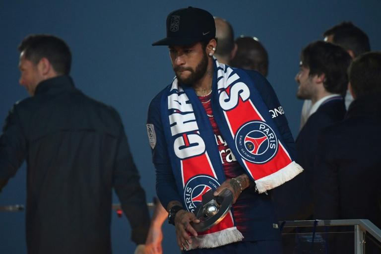(Maio 2019) Neymar, estrela do PSG, em cerimônia de apresentação do troféu de Campeão da França no estádio Parque dos Príncipes.
