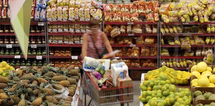 Queda dos preços de frutas e alimentos segurou a inflação de junho.
