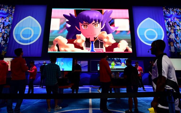 Público joga no Nintendo Switch em Los Angeles, Califórnia.
