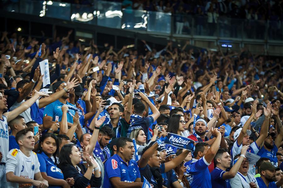 Torcida azul empurrou o time com a vitória de 3 a 0 no Mineirão.