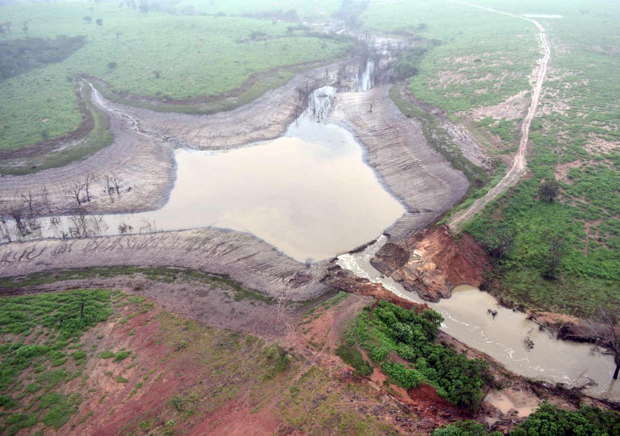 Imagens aéreas barragem rompida na Bahia