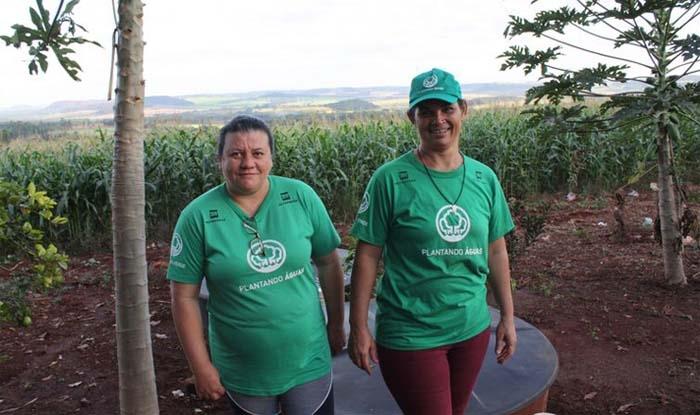 Agricultoras Silvia Barbosa e Argentina dos Santos, do assentamento Bela Vista do Chibarro (Araraquara-SP).