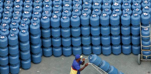 Segundo o diretor-geral da ANP, o valor do gás de cozinha corresponde a cerca de R$ 26, os tributos são R$ 12 e o resto são as margens de distribuição e revenda. (Caetano Barreira/Reuters)