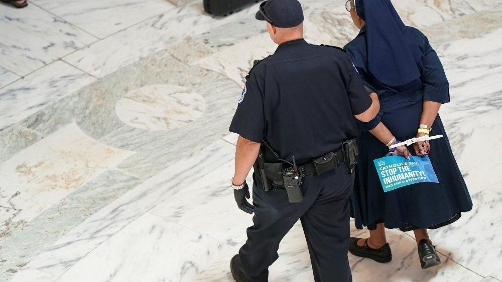 EUA prenderam sacerdotes, religiosas e leigos por protestarem contra crise migratória
