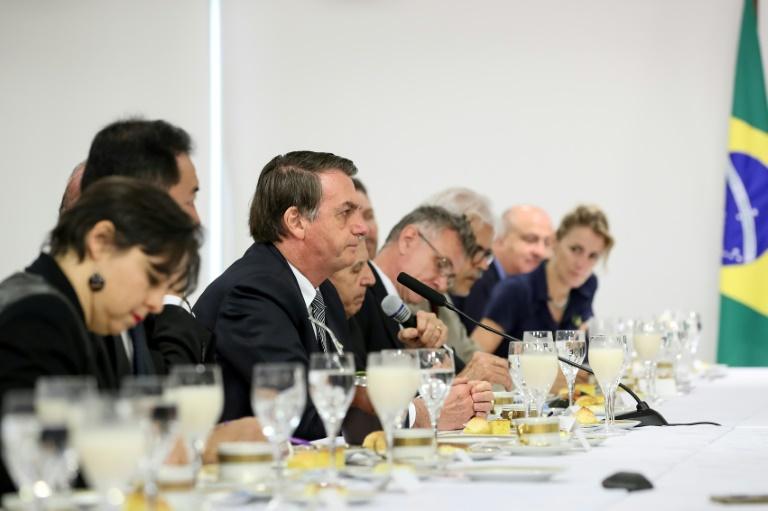 Foto do serviço de imprensa da Presidência da República mostra o presidente Jair Bolsonaro durante café da manhã com correspondentes estrangeiros no Palácio do Planalto, em Brasília, 19 de julho de 2019.
