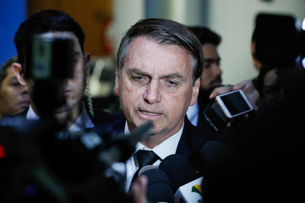 'O novo corte agora é R$ 2,5 bilhões', disse o presidente na portaria do Palácio da Alvorada, residência oficial da Presidência da República.