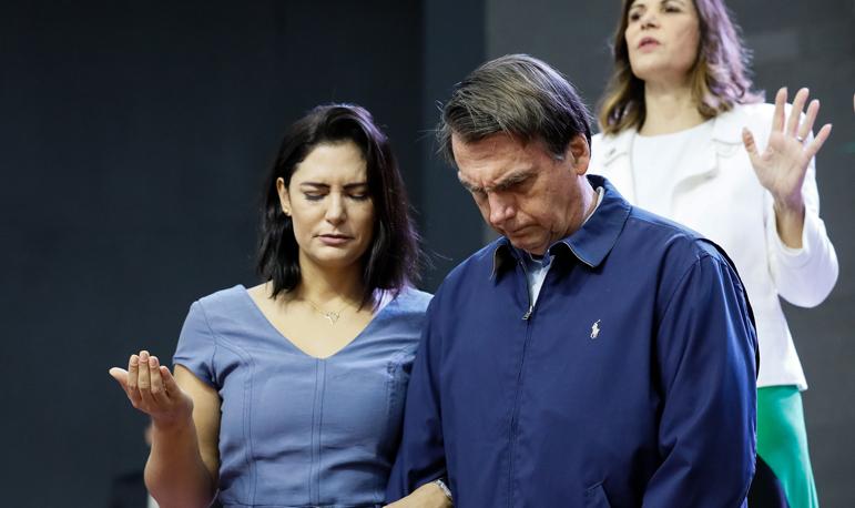 """Bolsonaro e primeira-dama Michelle durante a Celebração Internacional 2019 """"Conquistando pelos Olhos da Fé"""""""