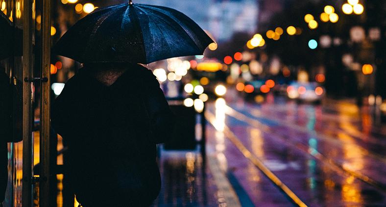 Observando os transeuntes, os que dirigem carros, os que entram e saem de casas públicas, e mesmo em nossa própria casa, vemos que todos têm pressa. (Pexels/Pixabay)