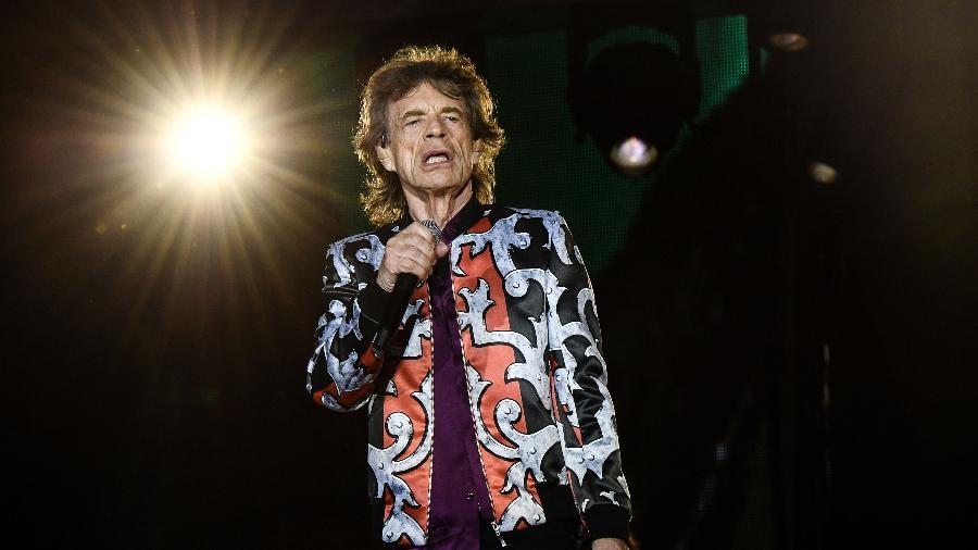 Mick Jagger se apresenta com os Rolling Stones em Marseille, na França.