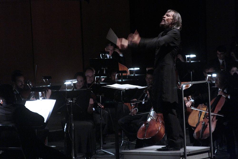 A direção musical e regência são do maestro Silvio Viegas.