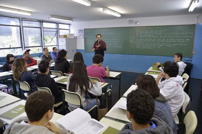 Conforme o ministro relator, esses minutos são usados pelos professores para  deslocamento, organização dos alunos e até recuperação do desgaste causado em sua voz.