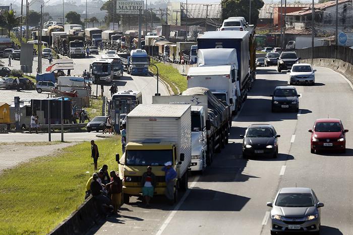Nos postos de gasolina das áreas urbanas, a capacidade de armazenagem está entre 10 mil e 15 mil litros de combustível, fator, o demonstra também a dependência do setor.