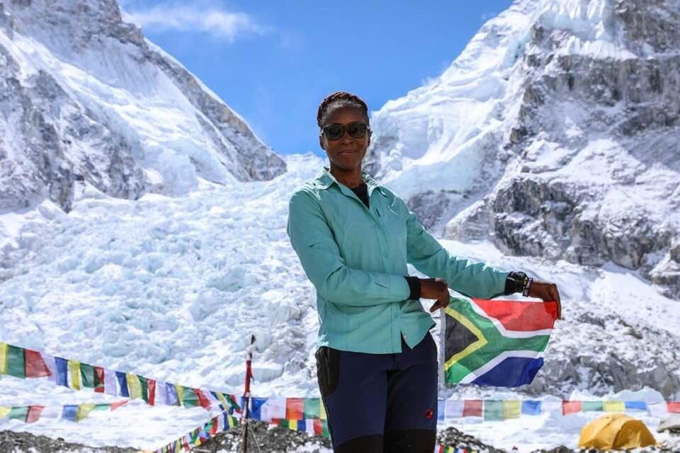Vencer o Evereste significa que Saray já percorreu mais da metade do caminho, já que ela também subiu o Kilimanjaro, na África, o Aconcágua, na América do Sul, e o Monte Elbrus, na Rússia.