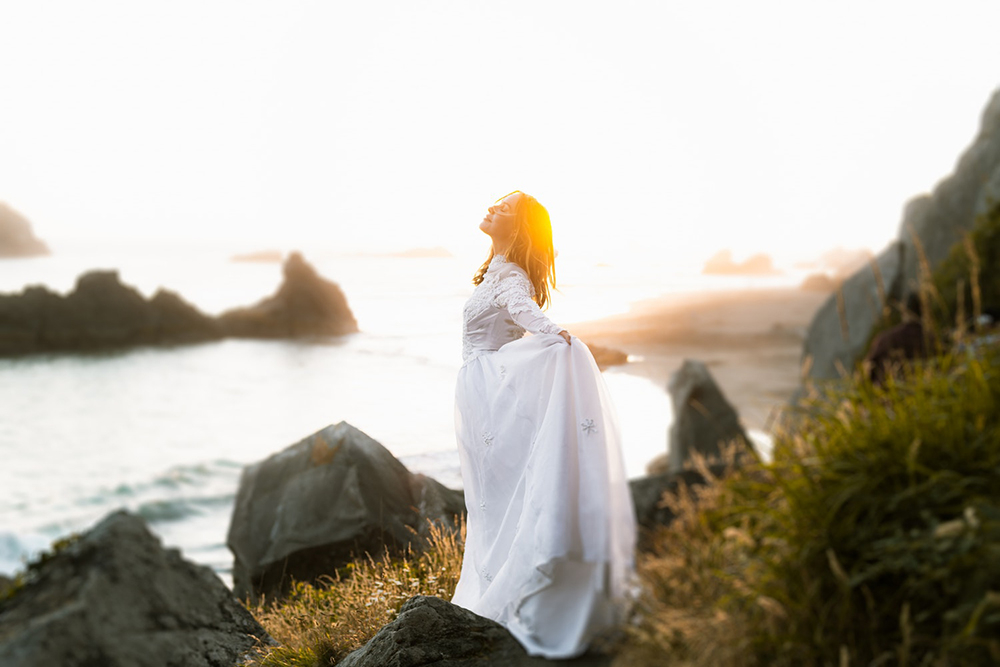 """São João da Cruz escreve: """"A alma mais parece Deus que alma, e ainda é Deus por participação""""."""