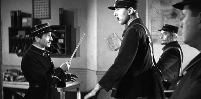 Paul Demange e Jacques Tati em cena de 'Escola de Carteiros'.
