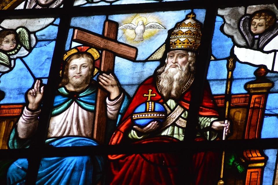 As três pessoas divinas - Pai, Filho e Espirito Santo - constituem o único Deus.
