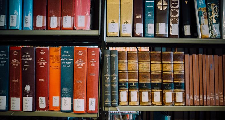É tarefa teológica sempre lembrar de que toda teologia é política. (Jonathan Simcoe/ Unsplash)