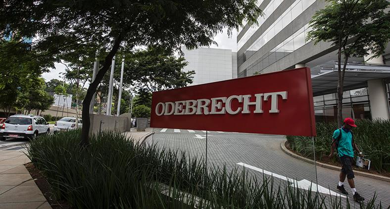 A Odebrecht e outras empresas construtoras sobreviviam graças ao costume criminoso de pagar pelas concessões, sob pena de não realizar as obras de grande porte, também conhecidas como faraônicas.