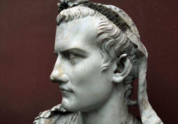 Calígula promoveu seu cavalo a cônsul movido pelo amor que nutria pelo animal.