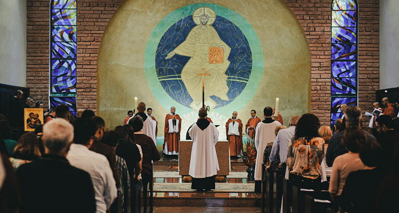 Bento tinha a convicção de que a Palavra de Deus deveria ser vivida em profundidade na comunidade. Daí surgiu a ordem monástica beneditina. (Mateus Campos Felipe/ Unsplash)