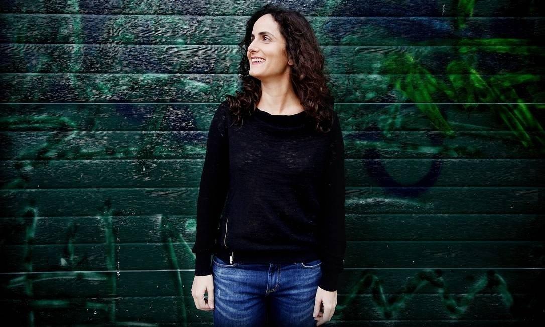 A escritora Tatiana Salem Levy.