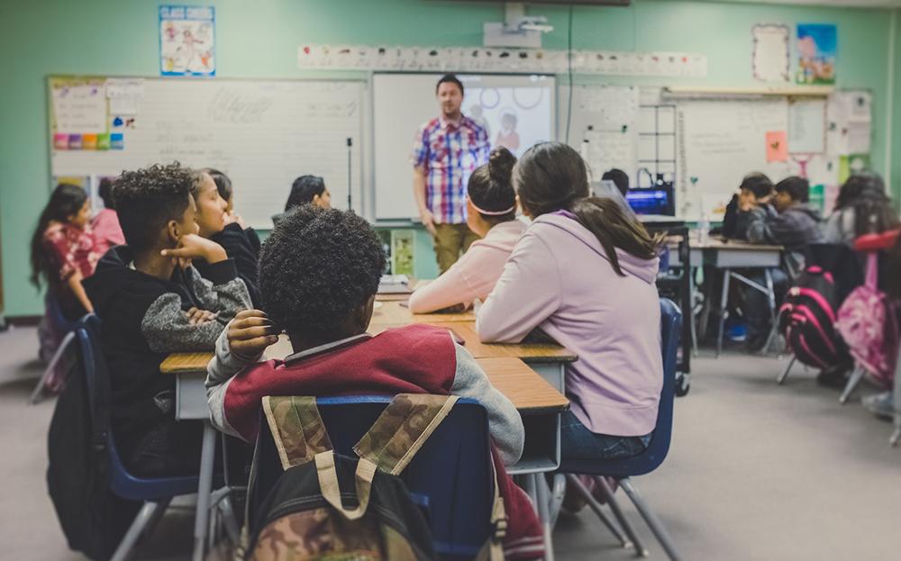 A educação é a trilha mais fecunda para o futuro.