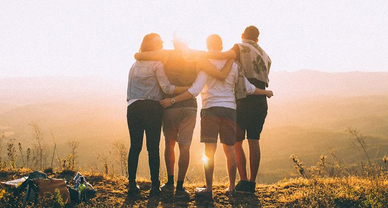 'Amem uns aos outros como eu vos amei', eis o que pediu Jesus. (Helena Lopes/ Unsplash)