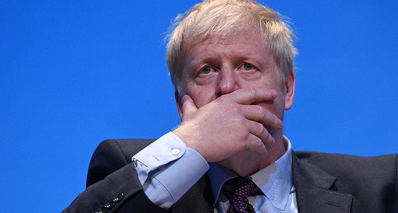 Agora, eleito premiê de seu país, Boris Johnson fez a promessa, muito difícil a meu ver de ser cumprida, de que queria ser o primeiro-ministro de todos os britânicos. (Oli Scarff/AFP)