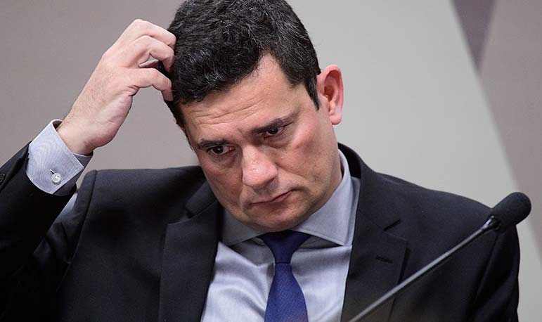 Os diálogos revelam a atuação do ex-juiz como um chefe da operação interferindo no cenário político.