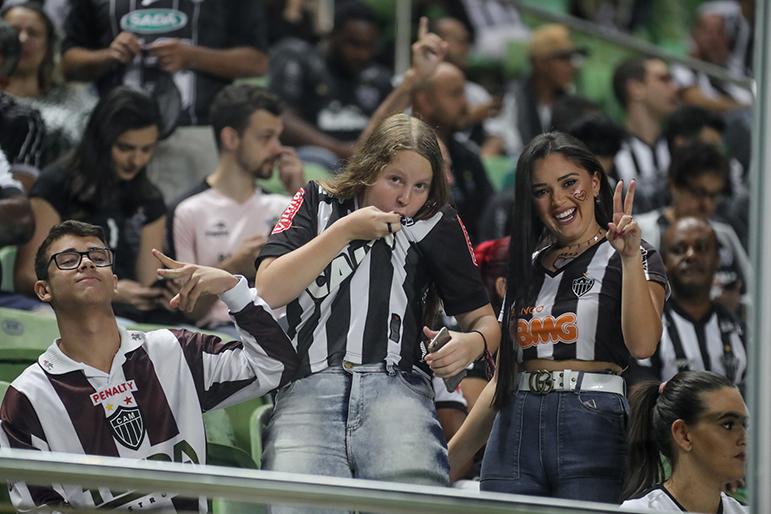 Torcedoras vibram com a vitória do Galo no Horto pela Copa Sul-Americana.