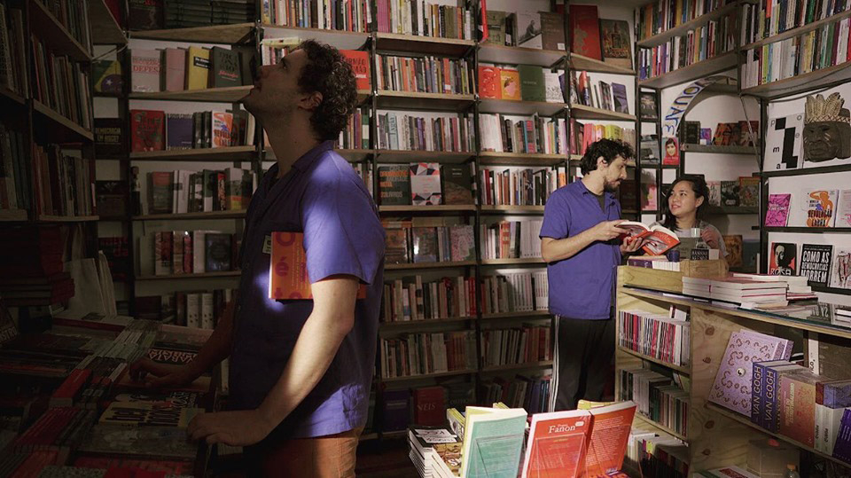 Em 2016, Adalberto Ribeiro, hoje com 38, e Felipe Roth Faya, 31, abriram a Livraria Simples.