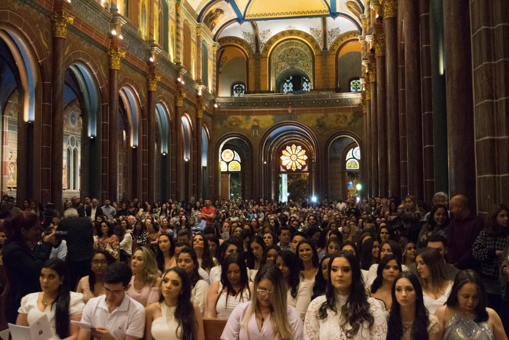 Formandos da Dom Helder celebraram a missa solene de ação de graças na Igreja São José.