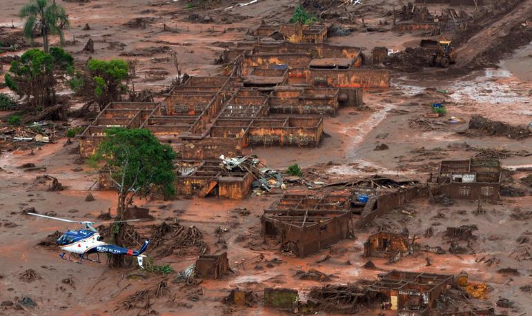 Imagem área mostra destruição causada pela lama da Samarco em Mariana