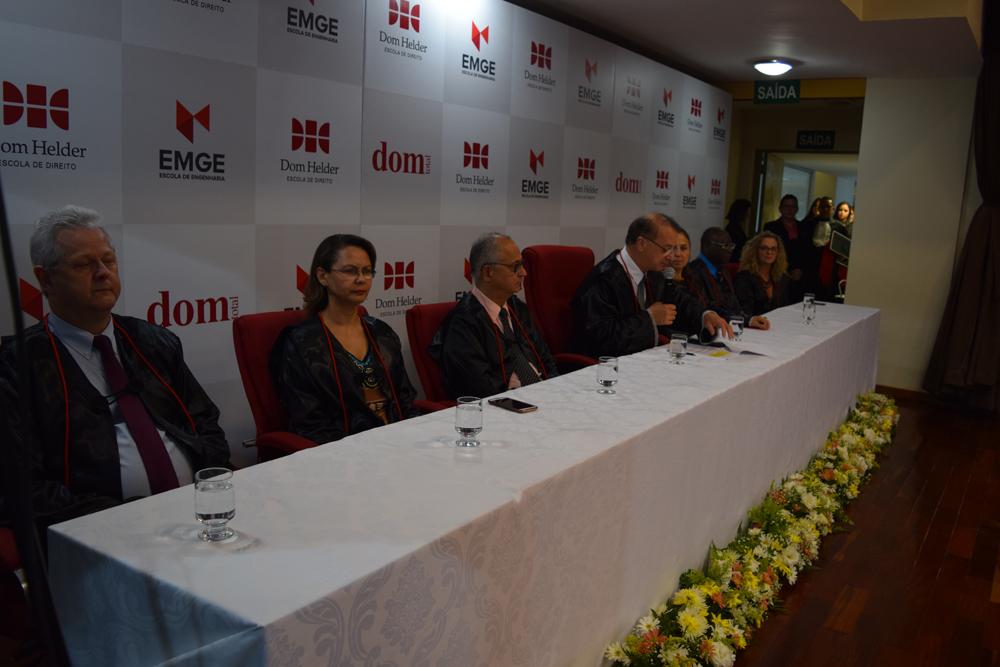 O reitor da Dom Helder, Paulo Stumpf, dá início à cerimônia de abertura da colação