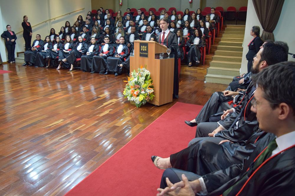 O professor Fernando Lage Tolentino foi o paraninfo das turmas