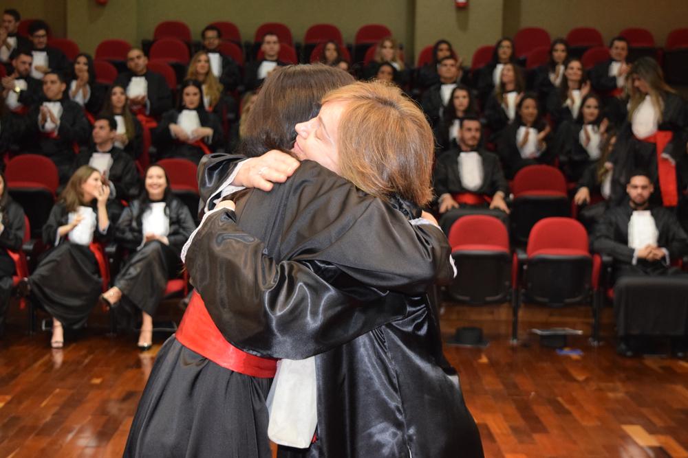 A aluna Fernanda Soares e a professora Lígia Oliveira