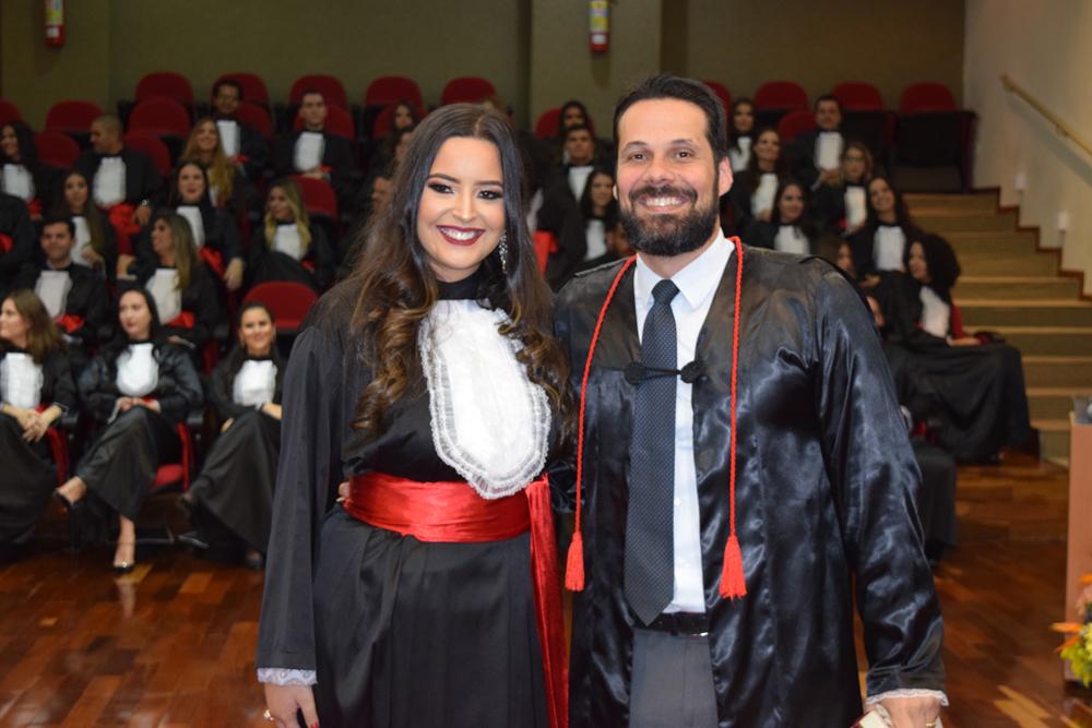 A aluna Carolina Souza homenageou o professor Hassan Castro