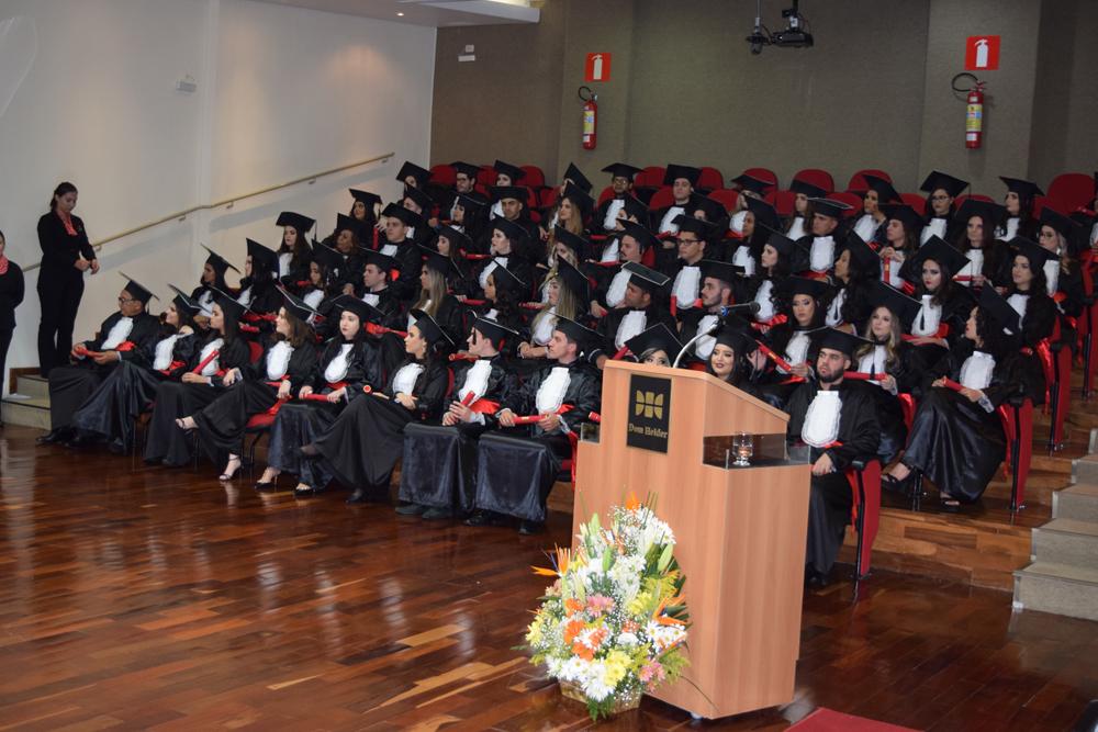 Alunos colam grau em noite de festa na Dom Helder Escola de Direito