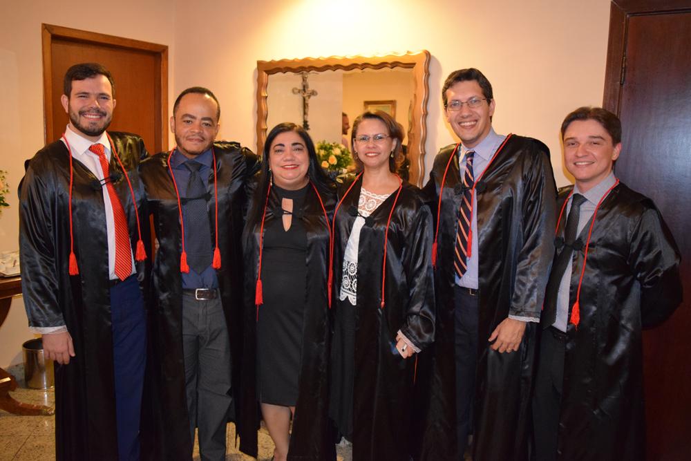 Professores e pró-reitora antes da cerimônia de colação de grau