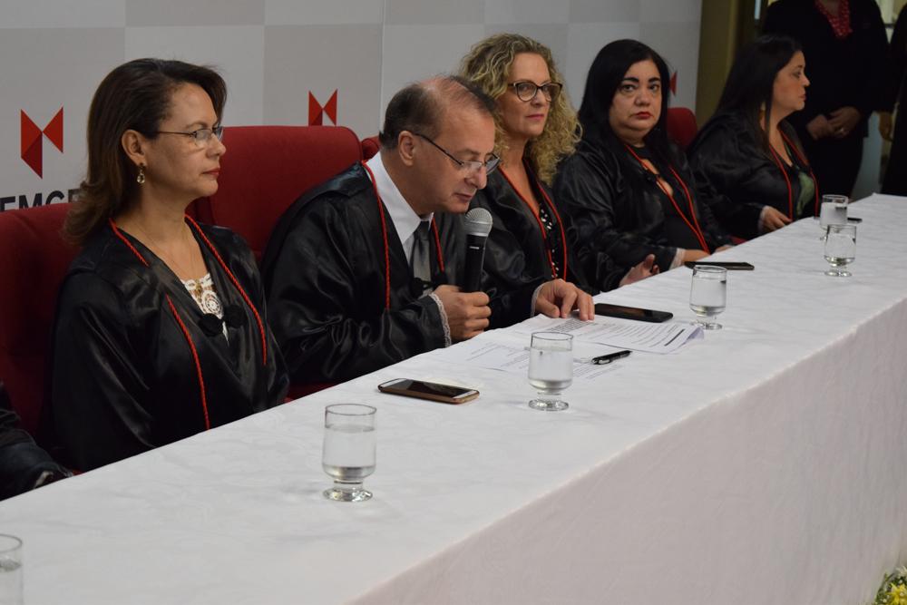 O reitor da Dom Helder Escola de Direito, Paulo Stumpf, dá início à celebração da colação de grau