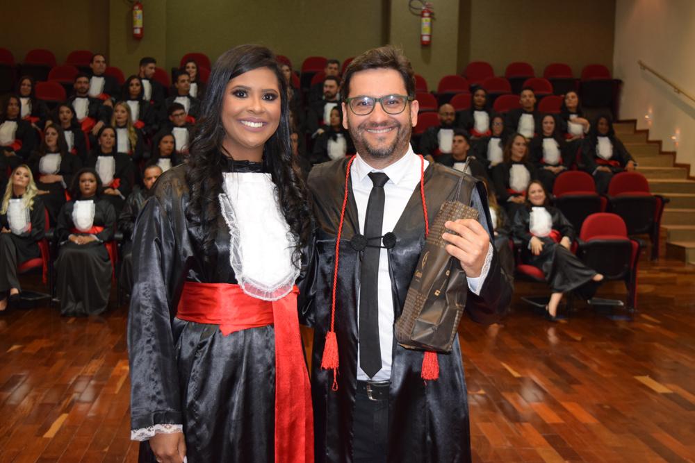 A aluna Ingrid Lauriano homenageou o professor Humberto Macedo