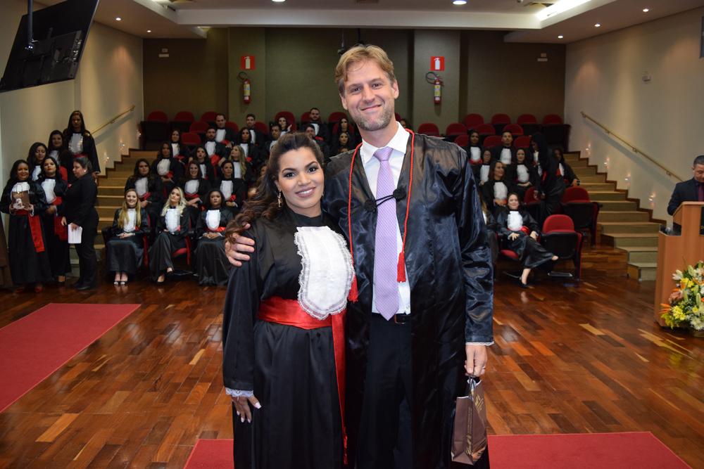 A aluna Sibeli Cotta homenageou o professor Renato Andrade